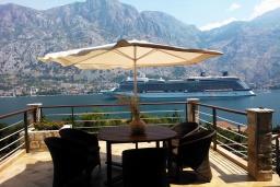 Балкон. Черногория, Муо : Роскошная вилла в 100 метрах от пляжа, с бассейном и видом на море, 5 спален, 4 ванные комнаты, барбекю, парковка, Wi-Fi