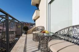 Балкон. Черногория, Селяново : Современный апартамент с гостиной, отдельной спальней и балконом