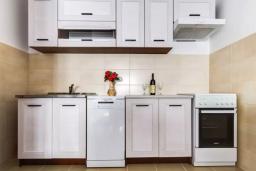 Кухня. Черногория, Селяново : Апартамент с гостиной, отдельной спальней и балконом
