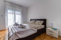 Спальня. Черногория, Селяново : Апартамент с гостиной, отдельной спальней и балконом