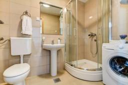Ванная комната. Черногория, Селяново : Апартамент с гостиной, отдельной спальней и балконом