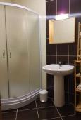 Ванная комната. Черногория, Кумбор : Апартамент с гостиной, отдельной спальней и балконом с видом на море