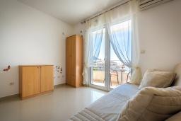 Студия (гостиная+кухня). Черногория, Бечичи : Студия с балконом и видом на море