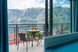 Балкон. Черногория, Столив : Роскошная вилла с бассейном и шикарным видом на море, 50 метрах до пляжа, 4 спальни, 4 ванные комнаты, джакузи, барбекю, парковка, Wi-Fi