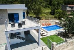 Фасад дома. Черногория, Подострог : Прекрасная вилла с бассейном и двориком с барбекю, 3 спальни, 2 ванные комнаты, сауна, парковка, Wi-Fi