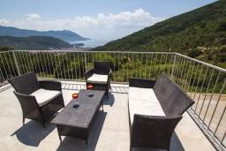 Балкон. Черногория, Подострог : Прекрасная вилла с бассейном и двориком с барбекю, 3 спальни, 2 ванные комнаты, сауна, парковка, Wi-Fi