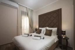 Спальня 2. Черногория, Добра Вода : Роскошный апартамент в комплексе с бассейном и прекрасным видом на море, большая гостиная, 3 спальни, 3 ванные комнаты, джакузи