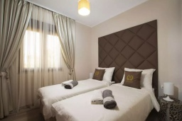 Спальня 3. Черногория, Добра Вода : Роскошный апартамент в комплексе с бассейном и прекрасным видом на море, большая гостиная, 3 спальни, 3 ванные комнаты, джакузи