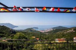 Вид на море. Черногория, Будва : Прекрасная вилла с бассейном и видом на море, 5 спален, 3 ванные комнаты, барбекю, парковка, Wi-Fi