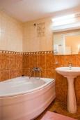 Ванная комната. Черногория, Рафаиловичи : Апартамент в 50 метрах от пляжа, с 2-мя спальнями и большим балконом с видом на море