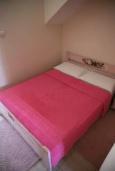 Спальня 2. Черногория, Рафаиловичи : Апартамент в 50 метрах от пляжа, с 2-мя спальнями и большим балконом с видом на море