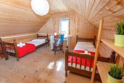 Спальня 4. Черногория, Нивице : Дом на берегу моря с огромной террасой и фантастическим видом на Адриатику, 8 спален, 3 ванные комнаты, барбекю, парковка, Wi-Fi