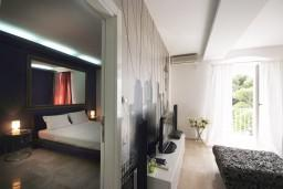 Гостиная. Черногория, Петровац : Люкс апартамент в Петроваце с двумя отдельными спальнями и неповторимым видом на море