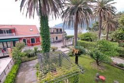 Вид. Черногория, Игало : Комната на 2 персоны с видом на море, с кондиционером
