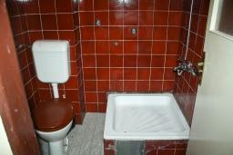 Ванная комната. Черногория, Биела : Апартамент для 4 человек с отдельной спальней, с террасой