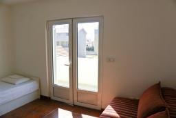 Спальня 2. Черногория, Биела : Апартамент для 6 человек, 2 спальни, с балконом