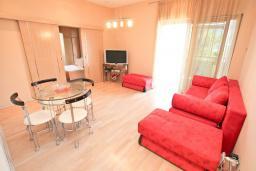 Гостиная. Черногория, Игало : Шикарный апартамент с большой гостиной и двумя спальнями