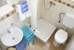 Ванная комната. Черногория, Игало : Студия на 1 этаже с балконом на вилле с бассейном
