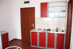Кухня. Черногория, Биела : Уютная студия со всеми удобствами