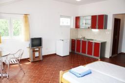 Студия (гостиная+кухня). Черногория, Биела : Уютная студия со всеми удобствами