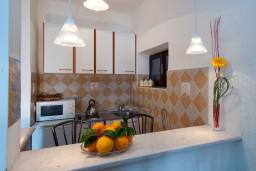 Студия (гостиная+кухня). Черногория, Герцег-Нови : Большая студия Мимоза для троих с балконом и видом на море