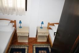 Спальня. Черногория, Герцег-Нови : Апартамент Камелия для четырёх человек