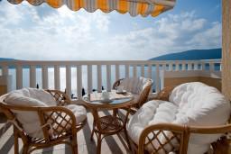 Балкон. Черногория, Герцег-Нови : Апартамент Тамарис для пяти человек с двумя спальнями