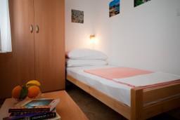 Спальня. Черногория, Герцег-Нови : Апартамент Тамарис для пяти человек с двумя спальнями