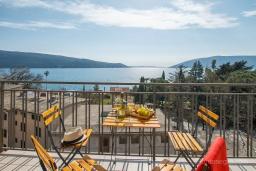 Балкон. Черногория, Зеленика : Уютный дом, с невероятным видом на Адриатическое море, располагается в 100 метрах от моря в живописном и спокойном районе Герцег-Нови