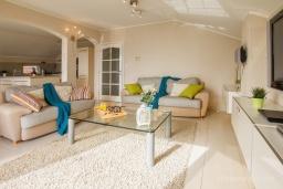 Гостиная. Черногория, Зеленика : Уютный дом, с невероятным видом на Адриатическое море, располагается в 100 метрах от моря в живописном и спокойном районе Герцег-Нови