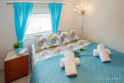 Спальня. Черногория, Зеленика : Уютный дом, с невероятным видом на Адриатическое море, располагается в 100 метрах от моря в живописном и спокойном районе Герцег-Нови