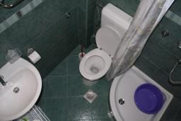 Ванная комната. Черногория, Игало : Апартамент на 2 этаже с двумя спальнями на 4-х человек