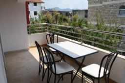 Балкон. Черногория, Игало : Апартамент на 2 этаже с двумя спальнями на 4-х человек