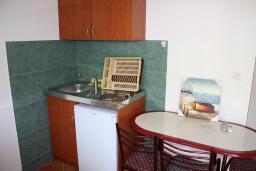 Кухня. Черногория, Игало : Студия на 2 этаже с балконом на вилле с бассейном