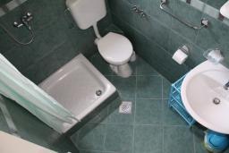 Ванная комната. Черногория, Игало : Студия на 2 этаже с балконом на вилле с бассейном