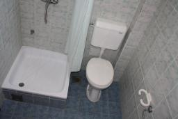 Ванная комната. Черногория, Игало : Апартамент на 1 этаже на вилле с бассейном