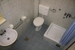 Ванная комната. Черногория, Игало : Апартамент на 1 этаже на 5 человек с балконом