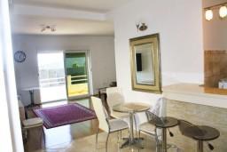 Гостиная. Черногория, Герцег-Нови : Апартамент с отдельной спальней, с террасой и видом на море