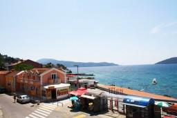 Вид на море. Черногория, Игало : Современный апартамент с отдельной спальной комнатой в новом здании с лифтом с замечательным видом на море