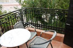 Балкон. Черногория, Петровац : Апартаменты с отдельной спальней