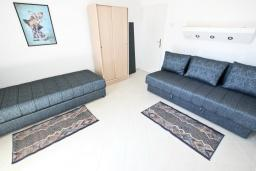 Спальня. Черногория, Петровац : Апартаменты на 5 персон, 2 спальни, с видом на море