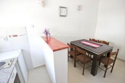 Кухня. Черногория, Петровац : Апартаменты на 5 персон, 2 спальни, с видом на море
