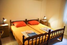 Спальня 2. Черногория, Петровац : Апартаменты на 4 персоны, 2 спальни, с террасой на первом этаже