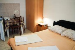 Черногория, Петровац : Студия на 2 персоны, на первом этаже с террасой