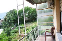 Черногория, Герцег-Нови : Комната для 3 человек, с балконом, с видом на море и на сад