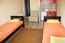 Студия (гостиная+кухня). Черногория, Игало : Студия в центре Игало в 150 метрах от моря