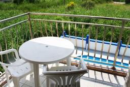 Балкон. Черногория, Игало : Студия на 2 этаже с балконом на берегу детского пляжа