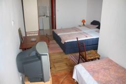 Студия (гостиная+кухня). Черногория, Игало : Студия на 3 этаже с балконом