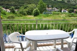 Балкон. Черногория, Игало : Апартамент на 2 этаже на 5 человек с балконом
