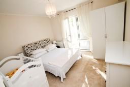 Спальня. Черногория, Святой Стефан : Люкс апартамент с одной спальней на Святом Стефане